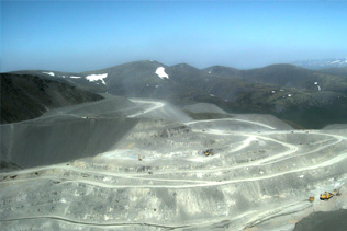 Apatity-open-mine-pit-Nulden.jpg